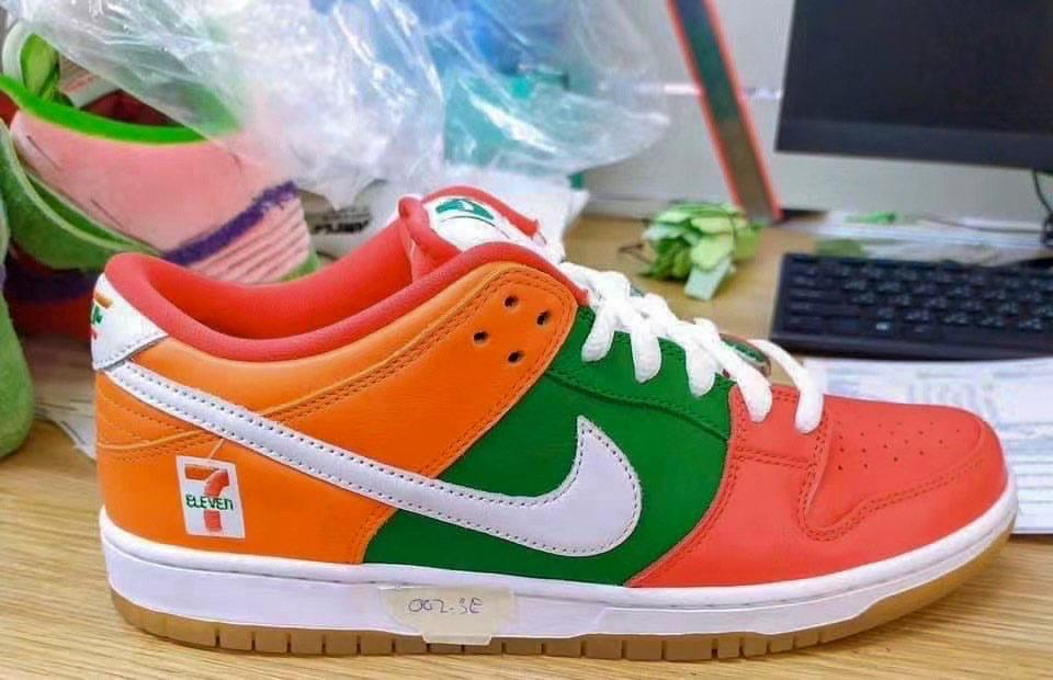 Nike SB Dunk Low 7-Eleven