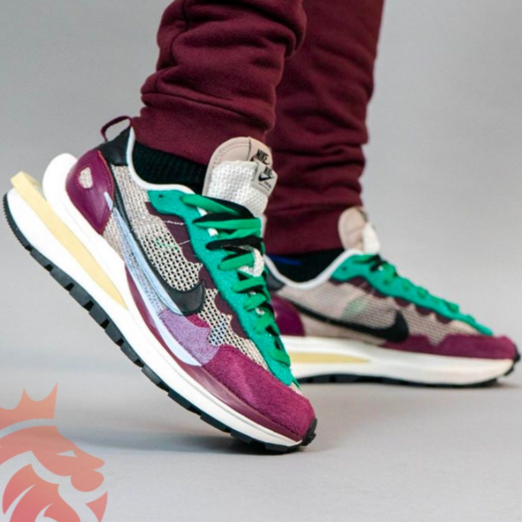 Yankeekicks On Feet Sacai x Nike Pegasus VaporFly SP DD3035-200 String/Black-Villain Red-Neptune Green
